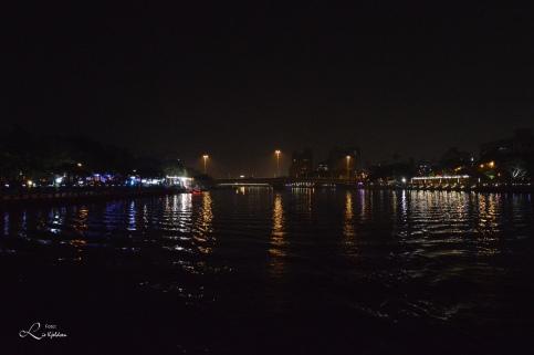 Nattbildet i Love River i Kaohsiung City, Taiwan