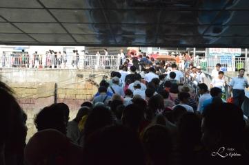 Folkemengde ut av ferger fra Gulangyu