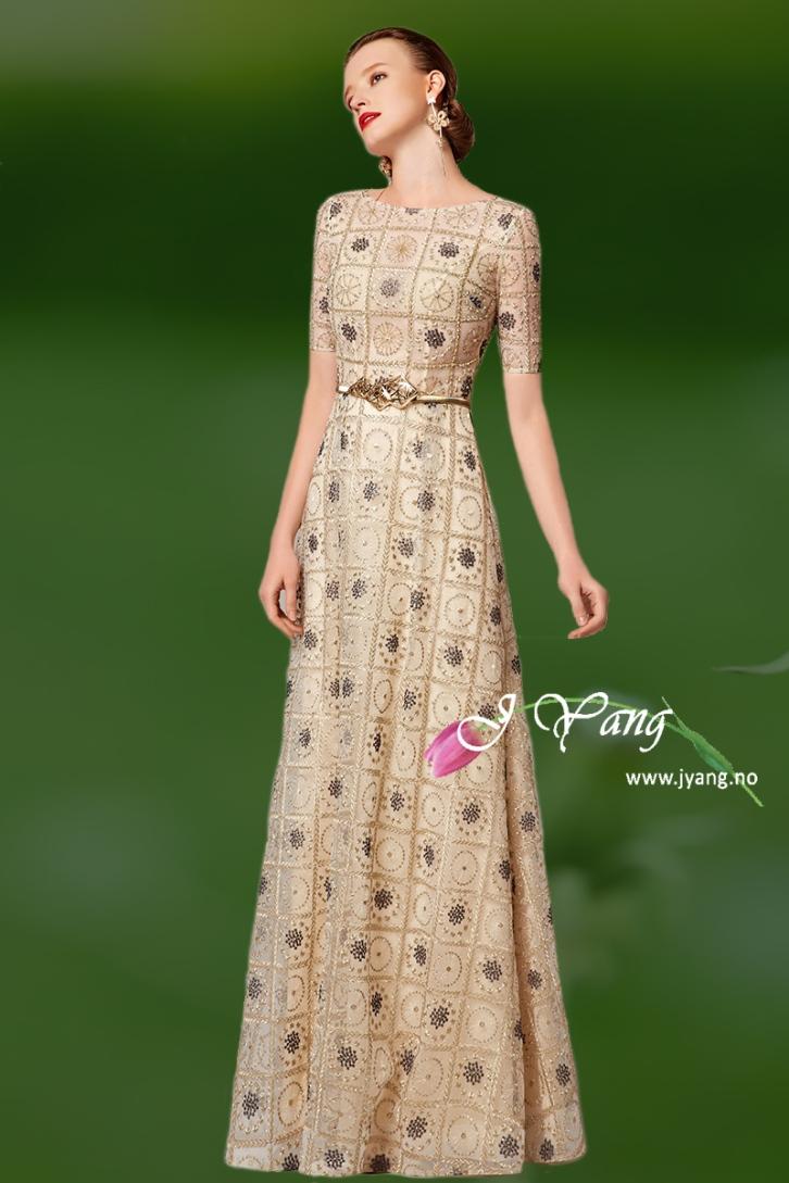 Selskapskjoler og festkjoler fra serie Selina. Mange fine kjoler laget av mønster stoff. Besøker vår nettbutikk for å se flere kjoler: www.jyang.no Tlf. 22423000