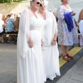 Pride Oslo 2016 - Damene i hvit kjoler
