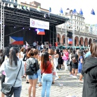 Folk som danset på Philippines dag på Youngstorget 2016